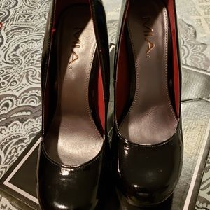 Wide high heel  platform Black patent leather pump